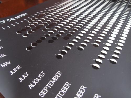 月のカレンダー白.jpg